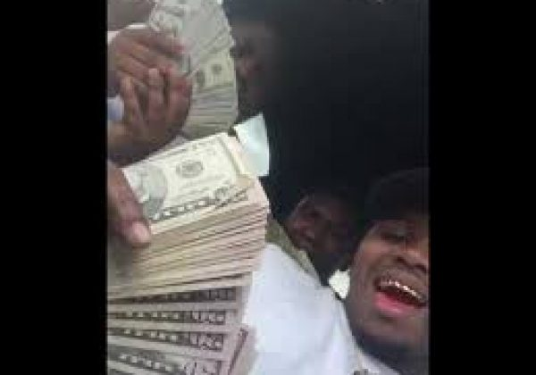 11efaac047c XXXTentacion had  50,000 cash on and video shows Murders counting the money  after killing him